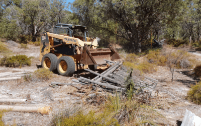 Rubbish clean-up in Peel-Yalgorup Wetlands